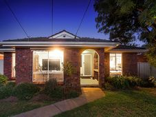 15 Huntingfield Drive Hoppers Crossing